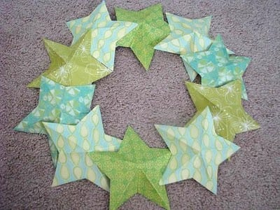 paper stars placed around wreath base