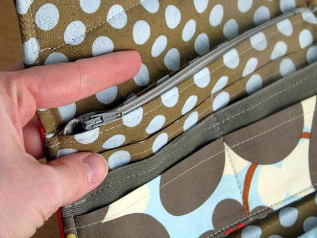 Can't find the perfect handbag or wallet? Make your own! An easy to follow handbag tutorial with plenty of room to hold everything you might need AND a wallet pattern too! Make both in coordinating fabrics for a matching set.