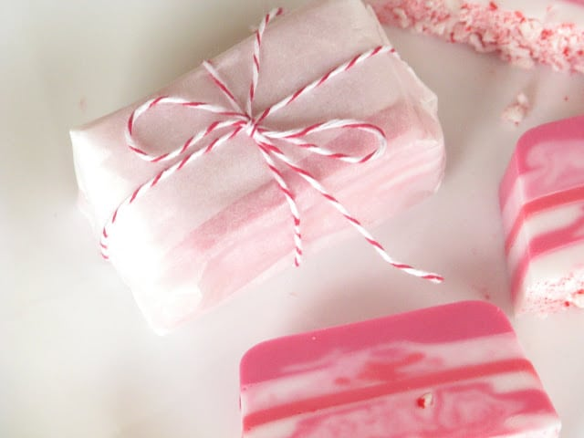 This candy cane soap smells as nice as it looks! Layers of pink and white glycerin soap come together with crushed candy canes for a cute and easy gift idea this holiday season.