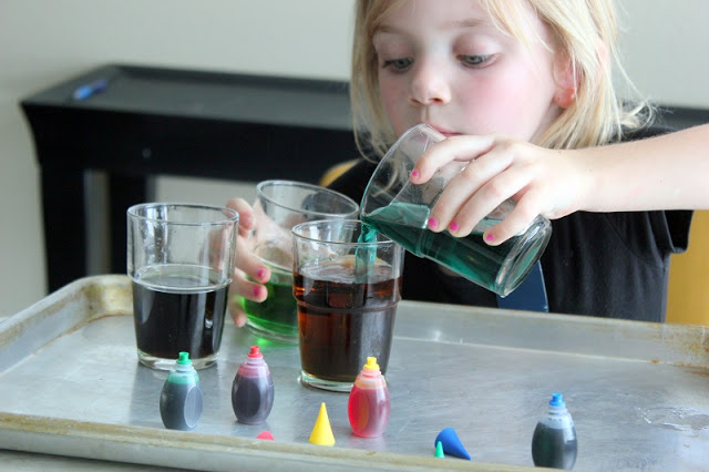 Sidewalk paint rockets, colored carnations, fizzy water, bobbing raisins, balloon rockets and more! This collection of easy science experiments for kids is a great way to spark curiosity and creativity during the summer months off of school!