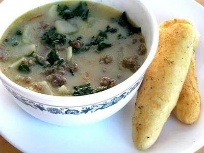 Olive garden zuppa toscana soup homemade breadsticks gluesticks for Olive garden soup salad and breadsticks dinner