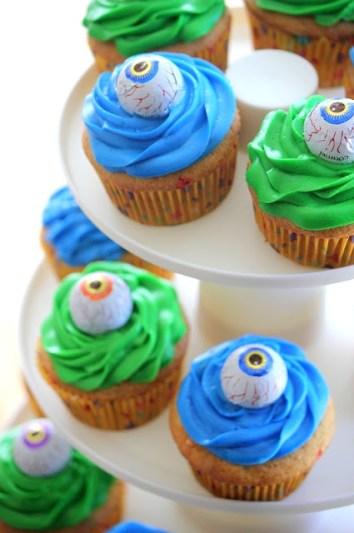 Monster Cupcakes gluesticksblog.com