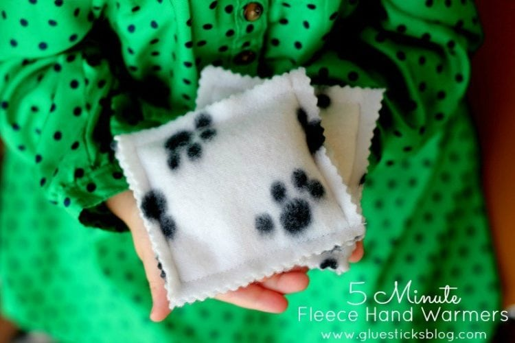 Fleece is such a great fabric to work with. Here are 30 fleece sewing projects to make (and a few no-sew projects too!) Pillows, blankets, scarves and more!