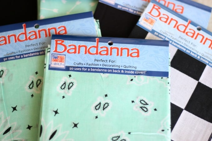 Make a picnic blanket out of bandannas! So easy and quick and perfect for picnics, the beach, or keeping cozy on a cold day! This is a great sewing project for beginners.
