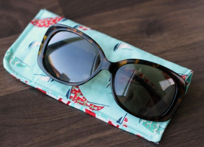 Make a sunglasses case in 15 minutes to keep in your pool bag or purse this summer! A great use of scrap fabric and a practical way to keep sunglasses scratch-free!