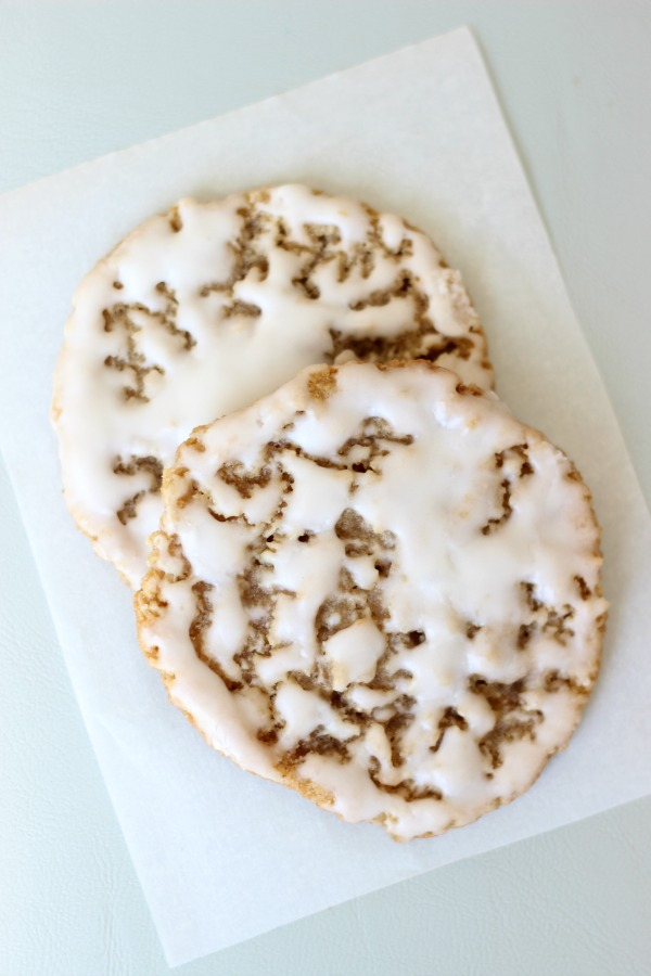 Old fashioned iced oatmeal cookies are the perfect after school treat with a glass of milk. Use our iced oatmeal cookie recipe to create crispy and chewy cookies that are dipped in a creamy vanilla icing. They can be used for ice cream sandwich cookies too!