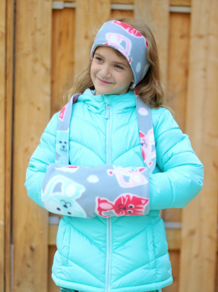 A soft fleece hand warmer muff. Perfect for cold days! A simple 30-minute sewing project. Make a matching ear warmer for a gift set!