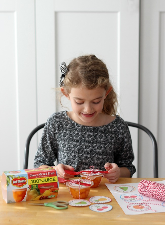 """These fruit cups with printable Valentine labels are a nutritious, non-candy, option for lunches and classroom parties! """"Valentine, you're a PEACH!"""""""