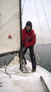 Jan beim Wintersegeln auf dem Bodensee