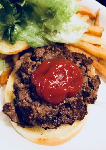 hamburger with lettuce and ketchup