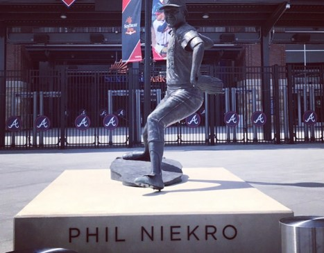 Phil Niekro statue