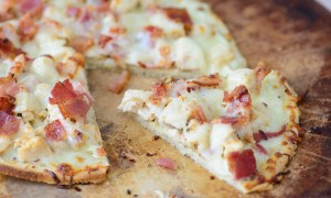 Gluten-free chicken flatbread pizza