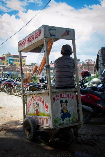eisverkaeufer_pashupatinath_nepal
