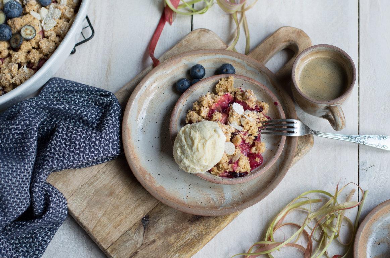 gluten- und laktosefreier Rhabarber Crumble