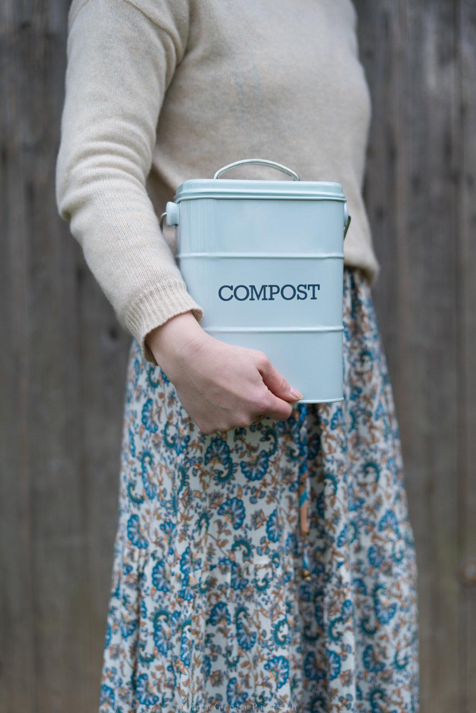 Ein Kompostbehälter kann auch zu einem nachhaltigeren Lebensstil beitragen