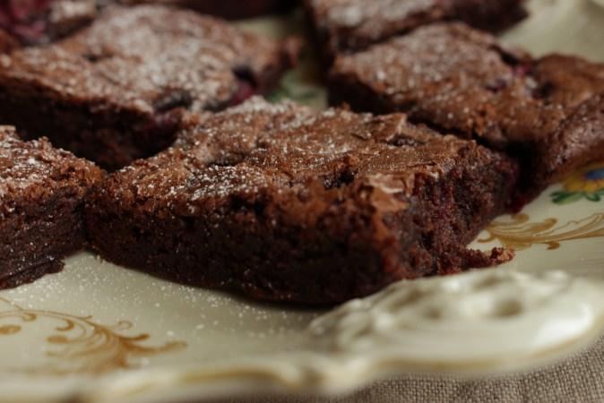 Brownies med bringebær og chili