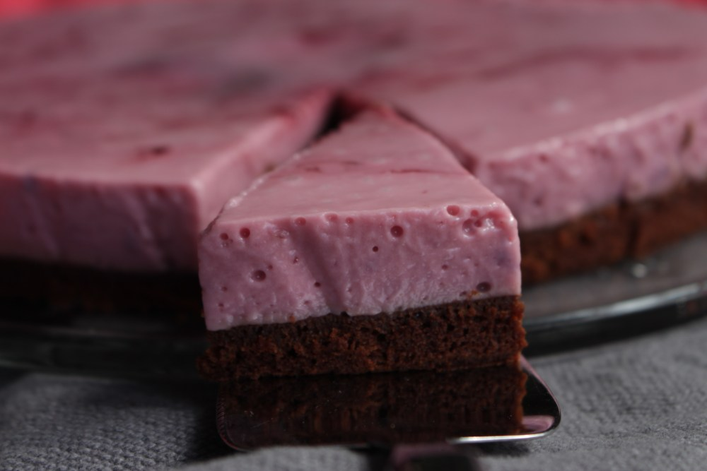 Gluten og melkefri brownie med bringebærmouse