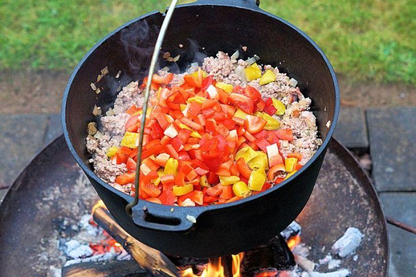 paprika-und-chili-im-dutch-oven