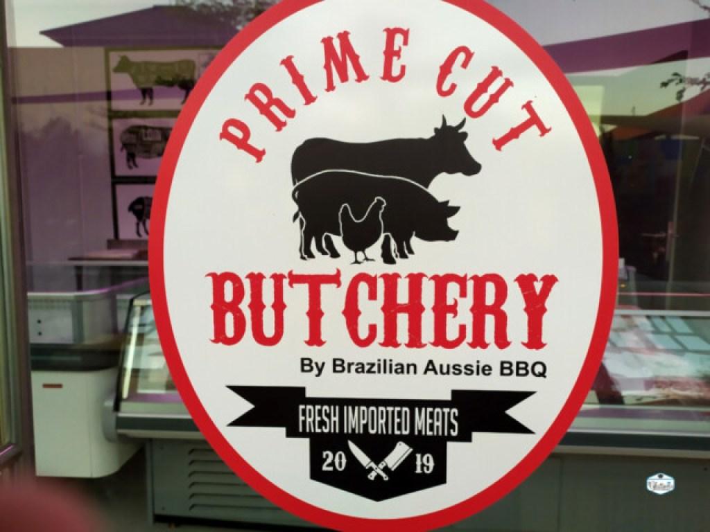 Mereka juga menjual daging mentah