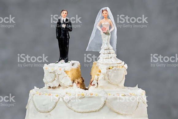 Split wedding cake signifying divorce