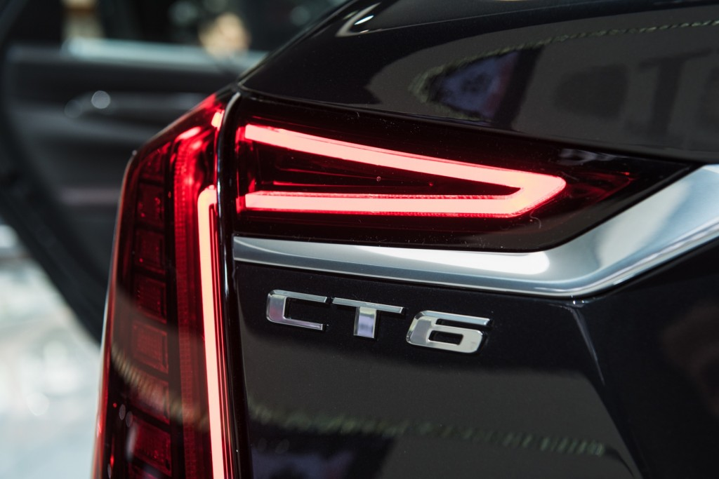 2019 Cadillac CT6 V-Sport exterior - 2018 New York Auto Show live 021 - taillamp with CT6 badge