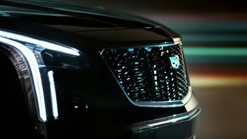 2019 Cadillac XT4 - headlight and grille 002