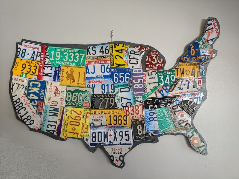 Map of US in license plates.