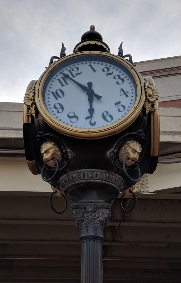 Eccentric clock, St. Louis