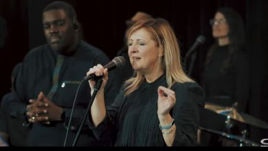 Photo of Darlene Zschech & William McDowell – Way Maker Cover