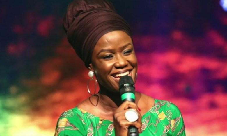 Sola Allyson - Praise And Worship