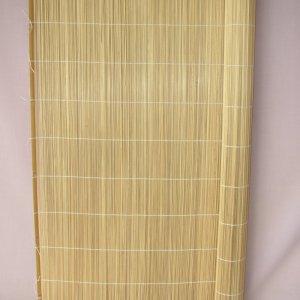 Rohož ze štípaného bambusu je možné použít jako dekorativní rohož na stěnu. Často se tento typ rohoží používá na stěně za postelí či válendou. Rohož tak zabraňuje otěru malby na zdi.