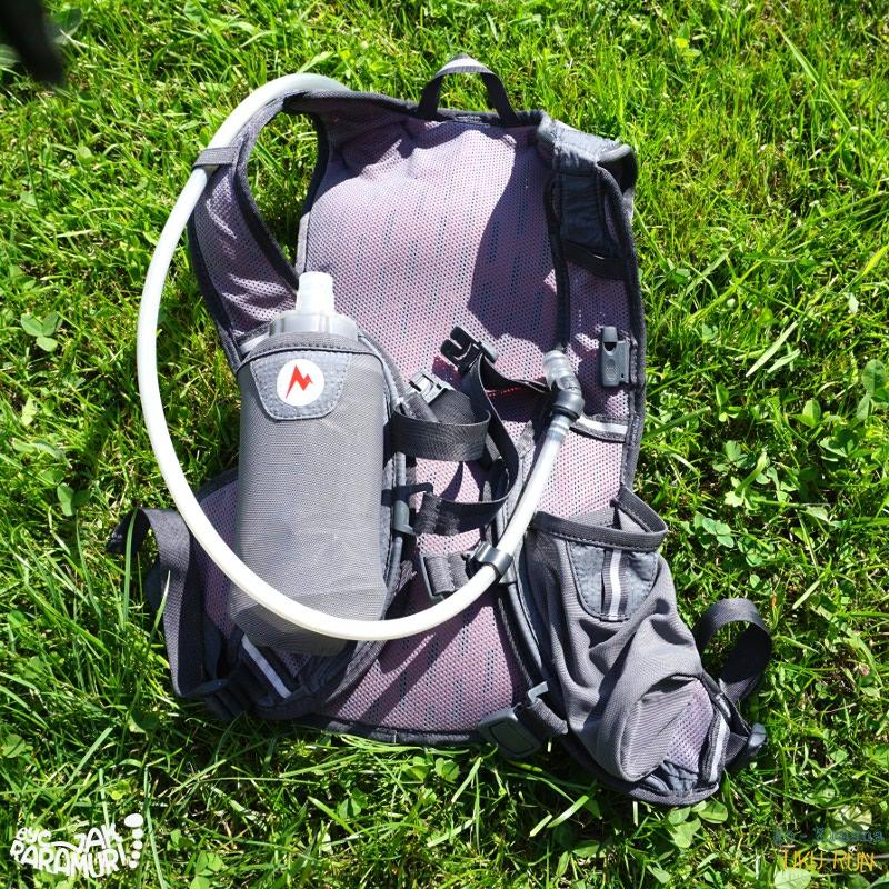 Plecak z załadowanym bukłakiem oraz bidonem