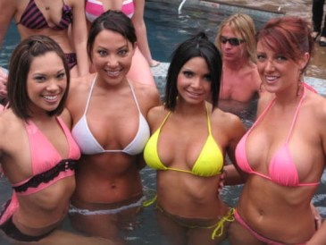Hot tub full of hotties (Sun Skier)