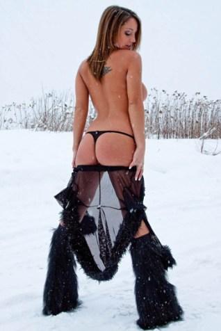 A snow butt... I mean, bank (Chop Cult)