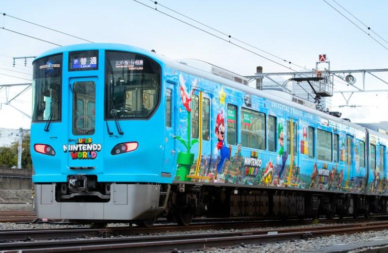 """Comenzó a funcionar en Osaka la promoción del """"Super Nintendo World"""" con trenes decorados"""