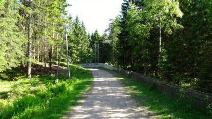 Downhill cross country ski run
