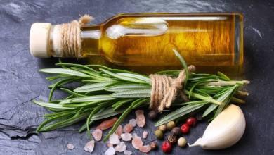 Photo of كيف تصنعين زيت بنكهة التوابل والأعشاب
