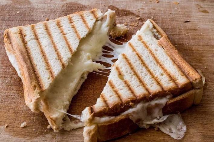 توست بالجبنة