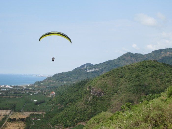 Learning to paraglide in Taiwan