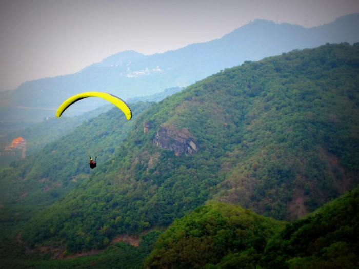 Learning to paraglide, Taiwan