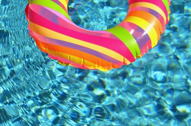 プールに持って行く時の人気浮き輪ランキングベスト10選!!その他持って行くと便利なアイテムを紹介します★