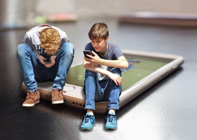 携帯電話-スマート-フォン-子供-
