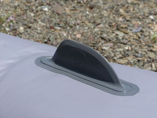Integrated tracking fin