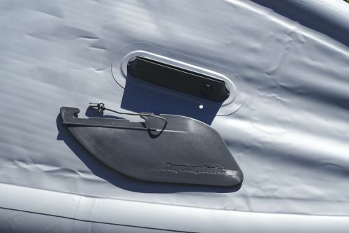 Removable quick release tracking fin
