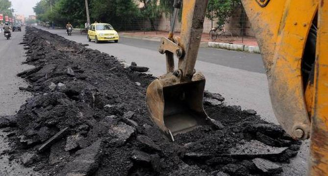 GOA IAS COLLECTOR CRISES: DIG ROADS FOR EMERGENCY WORK AND REPAIR THEM WITHIN 24 YEARS: NORTH GOA COLLECTOR, R. MENAKA ORDERS PWD, ELECTRICITY AND BSNL || GOA BANS ROAD DIGGING AFTER MONSOON STARTS WITHDRAWING