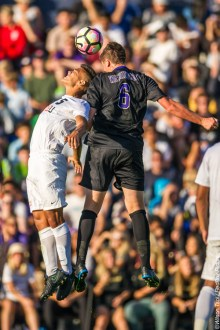 Washington Men's Soccer defeats Seattle University Redhawks 2-1