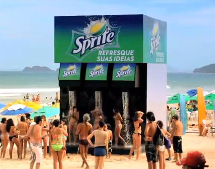 Ação de Live Marketing da marca Sprite na praia