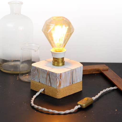 Barn beam desk lamp, with vintage socket and cork bottom - Diamond filament