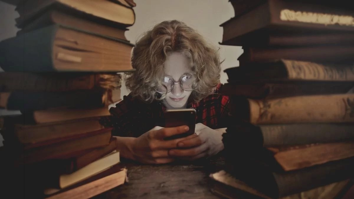 Reading Books On Phone: Is It A Good Idea?