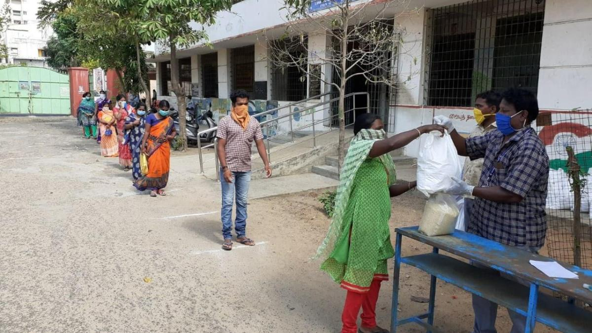 India's daily wage workers cope with pandemic through public support